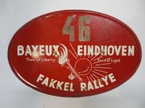 1946 Eindhoven. Bord fakkelrallye Bayeux-Eindhoven (WdT)