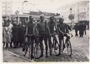 1946 Eindhoven. Kees Koot en Jan de Turck met 2xNN Fakkelrit Bayeux70046