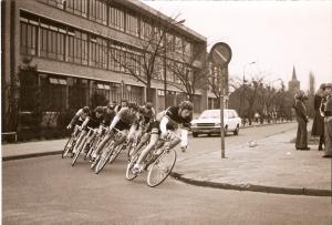 1976 Bladel 13 aug. Bert Oosterbosch op kop