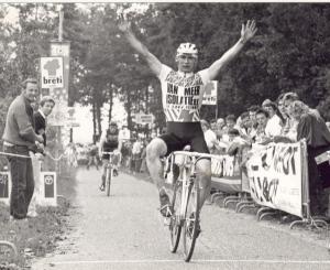 1987 Diessen. Wim de Vos uit Oosterhout is op 4 oktober veruit de sterkste in de Breti veldrit (foto HvD)