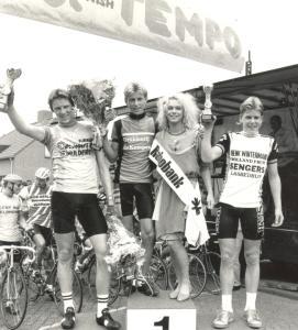1987 Veldhoven. Eindpodium Kempenland Jeugdtoer 15- en 16-jarigen