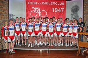 2010 Clubpresentatie Elite en beloften HSW (foto Leo van der Weijst)