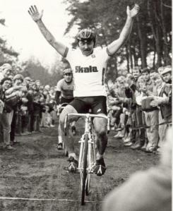 2015-12-02 Oirschot 1984 Reinier Groenendaal winnaar veldrit Witte Bergen (foto HvD)