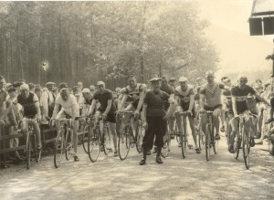 Cor Tillieu rechts Chris Otten Tilburg 3de van links 001