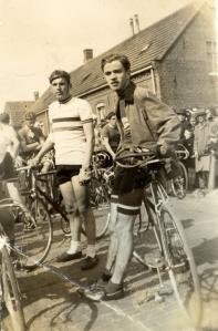 1950 Veldhoven. Links Jules Maenen uit Valkenswaard, rechts Chris Raijmakers uit Veldhoven