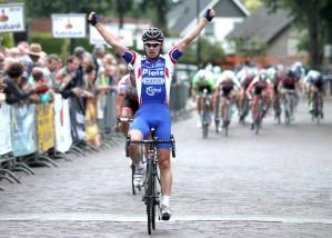 2015-06-20 Hapert 2014 finish winnaar Geert van der Weijst (TVS) IMG_7237